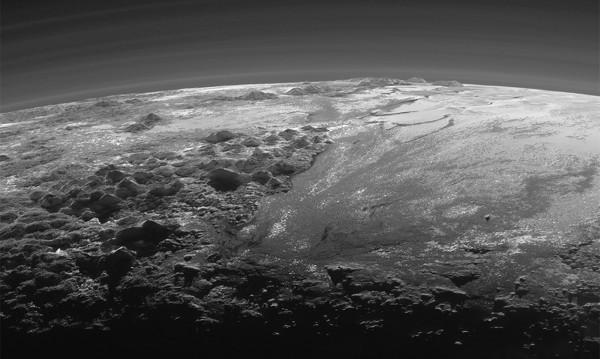 """Разкриха тайната, свързана с """"ледените игли"""" на Плутон"""
