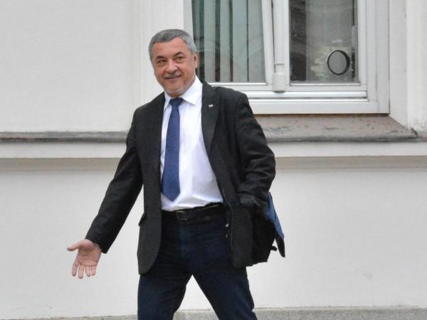 Вицепремиерът и лидер на НФСБ Валери Симеонов настоява депутатите от