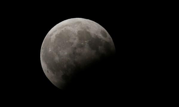 В миналото Луната е имала собствена атмосфера