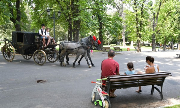 Спокойно! Софиянци ще си пият в парковете, но тихо и кротичко