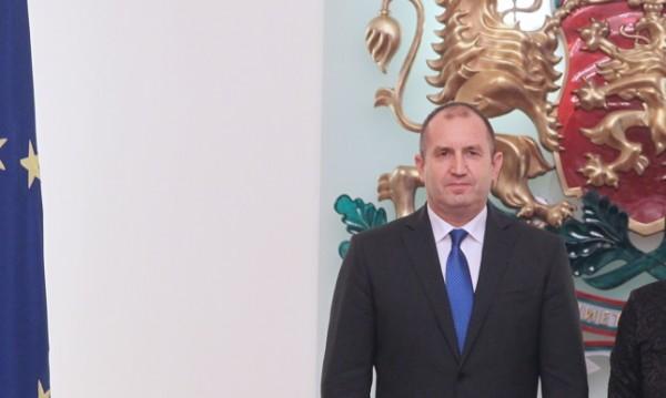 Радев критикува Борисов: Трудно може да надвика съпартийците си