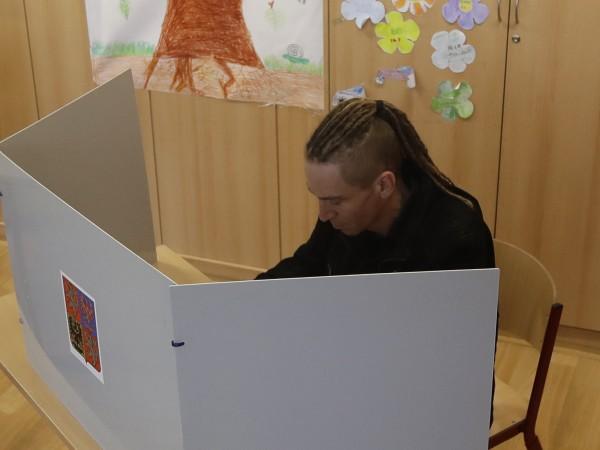 В Чехия днес продължава двудневното гласуване на парламентарните избори, които