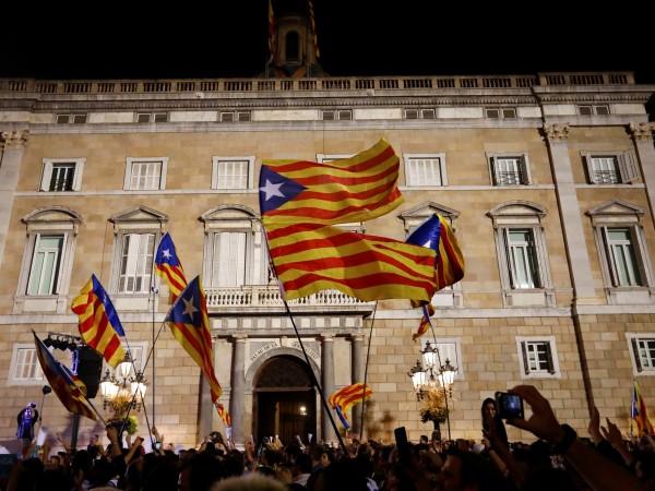 Вчера Каталуния обяви независимост, а Мадрид отмени временно автономията й