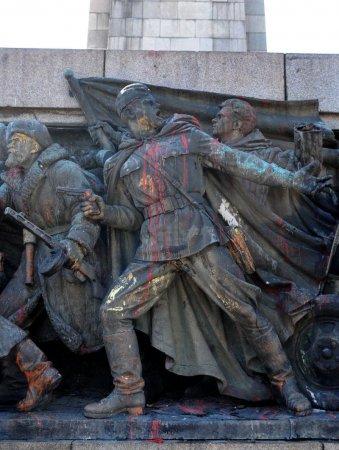 памятник советской армии в софии отмыли 21.06.2011
