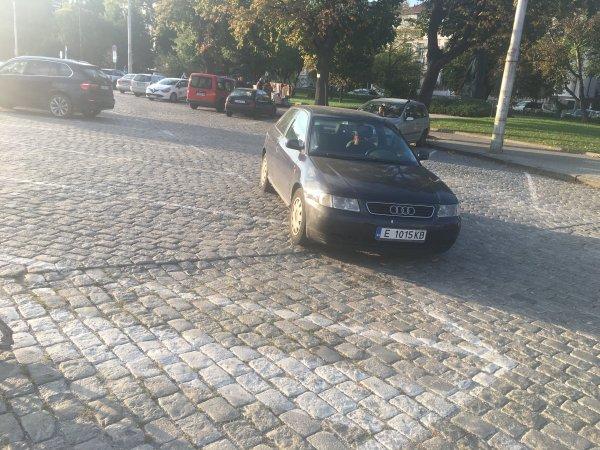 За първи път паркираме до...
